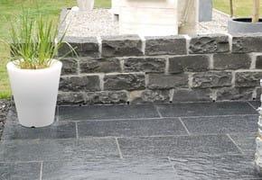schiefer terrassenplatten naturstein naturstein direkt. Black Bedroom Furniture Sets. Home Design Ideas