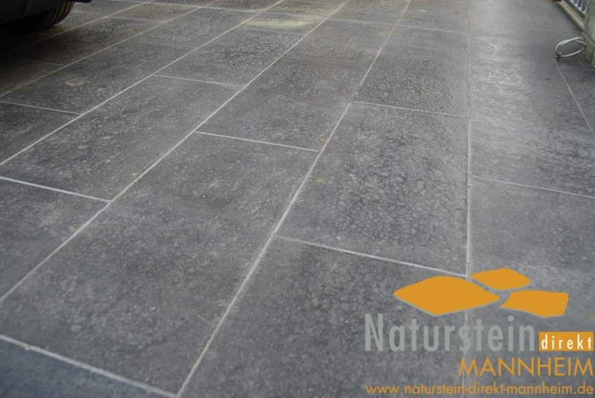 terrassenplatten basalt sanoku geflammt 60x40 naturstein. Black Bedroom Furniture Sets. Home Design Ideas